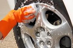 lavar ruedas coche
